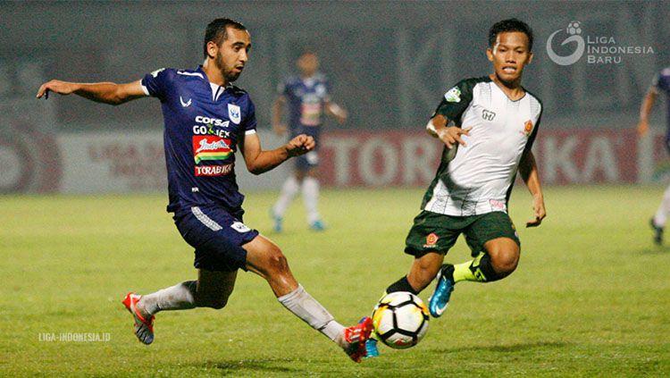 Selebrasi pemain PS Tira, Aleksander Rakic usai cetak gol ke gawang BFC. Copyright: © INDOSPORT/Herry Ibrahim