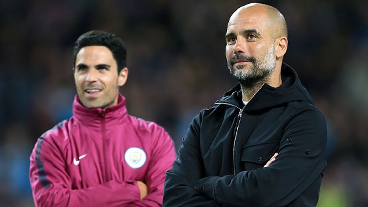 Pelatih Man City, Pep Guardiola dan asistennya, Mikel Arteta. Copyright: © Getty Image