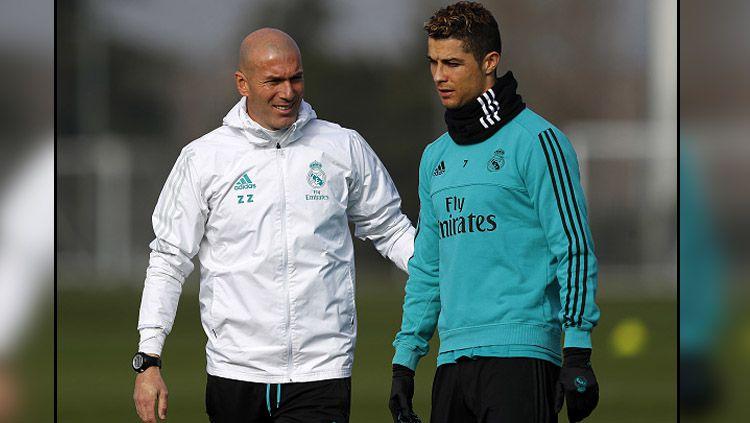Pelatih dan pemain megabintang Real Madrid, Zinedine Zidane dan Cristiano Ronaldo. Copyright: © INDOSPORT