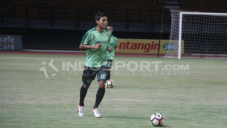 Eks pemain Persebaya Surabaya, Fandi Eko Utomo, tak akan menolak jika Persela Lamongan meminangnya. Copyright: © Fitra Herdian/INDOSPORT