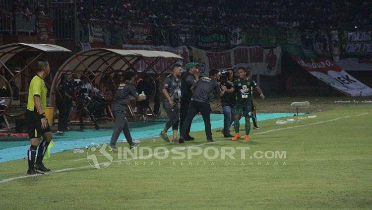 Madura United vs Persebaya Surabaya Copyright: © INDOSPORT/Fitra R