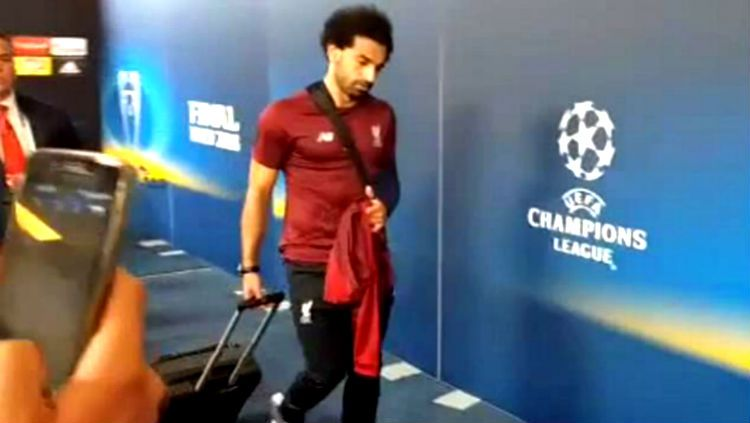 Tampilan Mohamed Salah usai pertandingan final Liga Champions. Copyright: © dailymail.co.uk