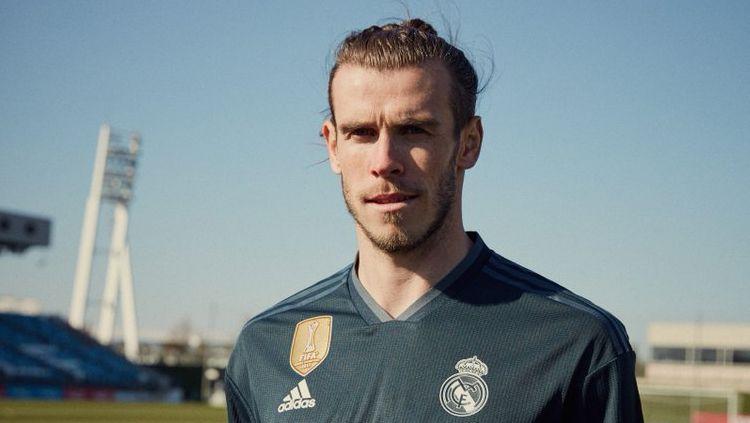 Gareth Bale saat jadi model jersey anyar Real Madrid. Copyright: © Twitter