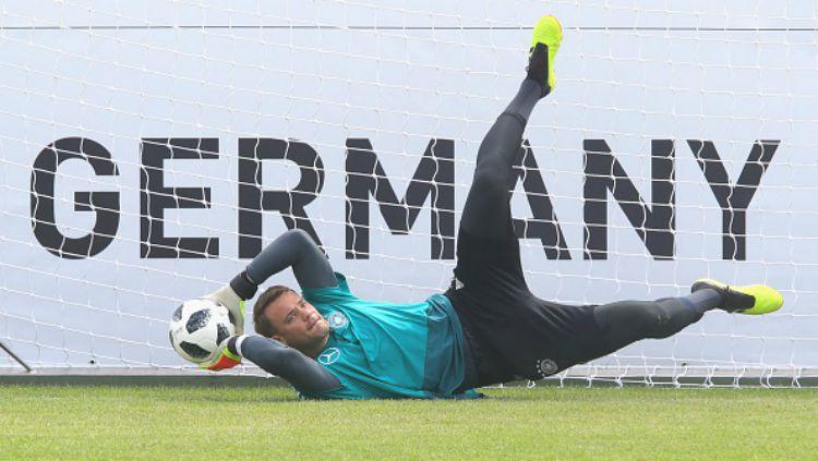 Manuel Neuer gabung dalam sesi latihan Timnas Jerman. Copyright: © Getty Images