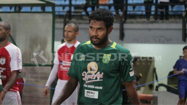 Fandry Imbiri ketika masih bermain untuk Persebaya Surabaya. Copyright: © Fitra Herdian Ariestianto/INDOSPORT