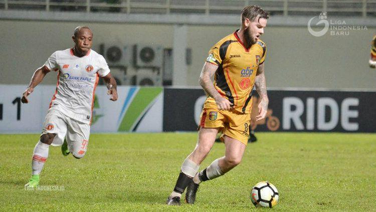 Danny Guthrie resmi berseragam Walsall FC. Copyright: © liga-indonesia.id