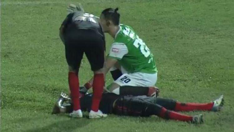 Hilton Moreira mengalami insiden mengerikan di laga Persipura vs PSM Makassar. Copyright: © instagram.com/liga1match