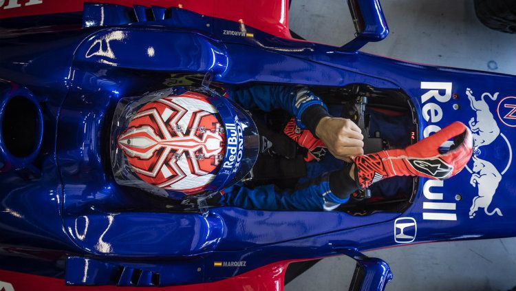 Ilustrasi pembalap yang menjajal Formula 1 dengan mengendarai mobil milik Toro Rosso. Copyright: © INDOSPORT.com