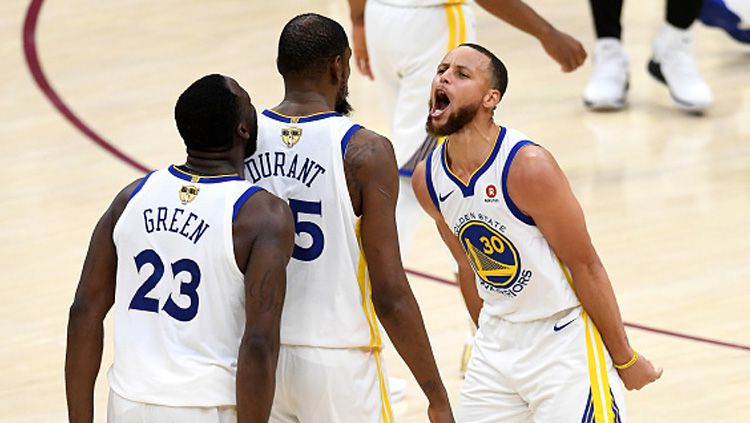 Bintang Golden State Warriors, Draymond Green mengaku tidak menyerah untuk membawa timnya lolos ke NBA playoff meski Stephen Curry baru saja mengalami cedera patah tangan. Copyright: © Getty Images