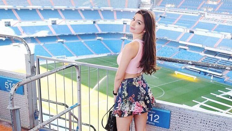 Mantan presenter Liga 1, Sandra Olga, kembali menyapa para penggemarnya di media sosial. Sandra menunjukkan pesona kecantikan yang membuat publik terpana. Copyright: © sandraolga