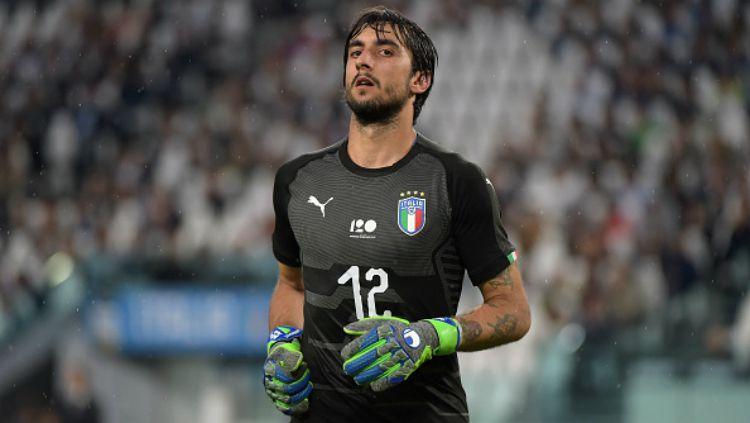 Juventus dikabarkan tengah berencana untuk menendang Mattia Perin di bursa transfer mendatang karena dianggap gagal meniru jejak langkah Gianluigi Buffon. Copyright: © Getty Images