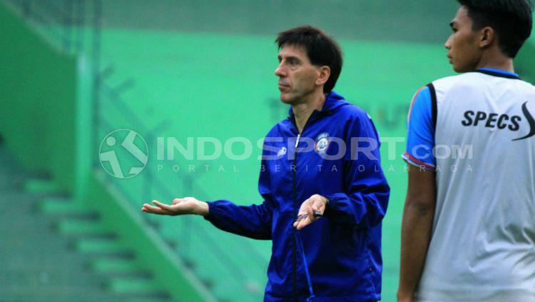 Pelatih kepala Arema FC, Milan Petrovic. Copyright: © Ian Setiawan/INDOSPORT
