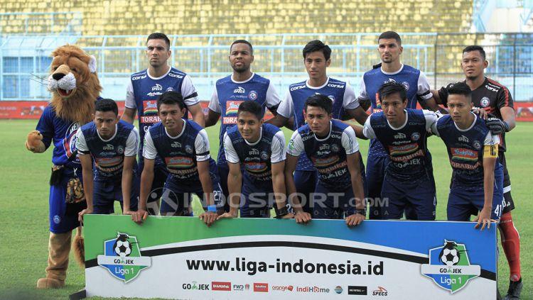 Tim Skuat Arema FC saat sedang latihan. Copyright: © Ian Setiawan/Indosport.com