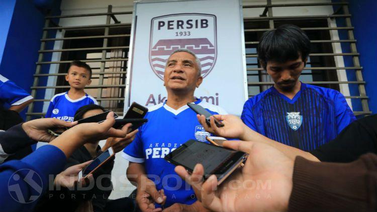 General Manajer (GM) Diklat Persib, Yoyo S Adireja saat ditemui awak media. Copyright: © Arif Rahman/INDOSPORT