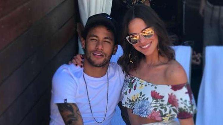 Kebersamaan Bruna Marquezine dan Neymar. Copyright: © INDOSPORT