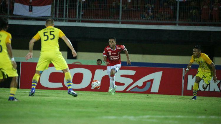 Bek sayap Bali United Ricky Fajrin. Copyright: © baliutd.com