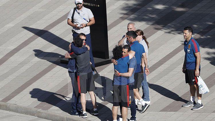 Julen Lopetegui saat meninggalkan hotel Timnas Spanyol di Rusia. Copyright: © Marca