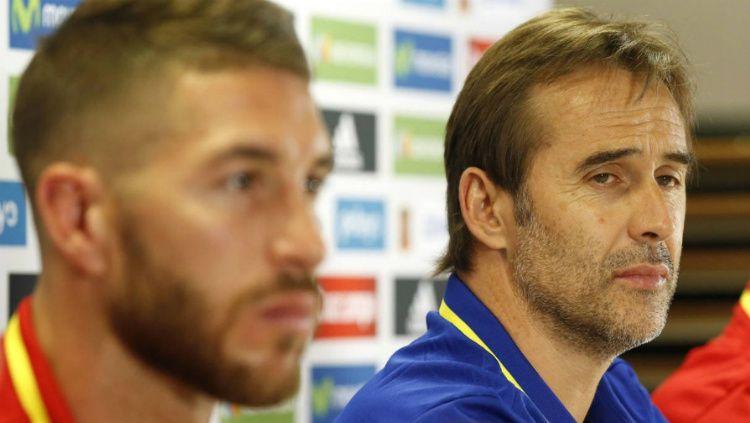 Sergio Ramos dan Julen Lopetegui dalam konferensi pers Timnas Spanyol. Copyright: © Libertad Digital