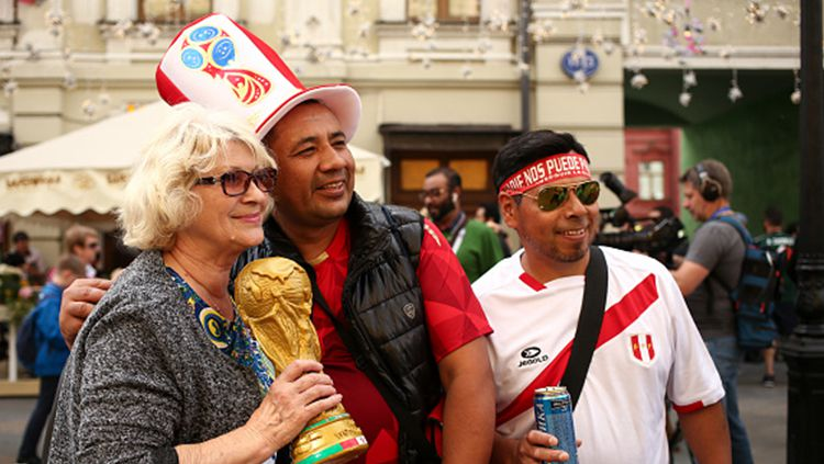 Fans Timnas Peru tiba di Rusia untuk menonton Piala Dunia 2018. Copyright: © INDOSPORT