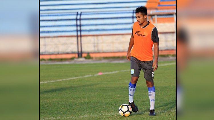 Pemain baru klub Liga 1 Persebaya Surabaya, Arif Satria tampak sudah ikut berlatih di Stadion Gelora Delta, Sidoarjo pada Senin (06/01/20). Copyright: © Instagram Arif Satria