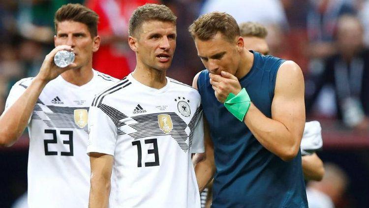 Mario Gomez, Thomas Muller, dan Manuel Neuer tampak lesu usai laga melawan Meksiko di Piala Dunia 2018. Copyright: © Getty Images