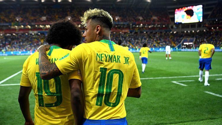 Willian (kanan) dan Neymar, dua pemain bintang Timnas Brasil diyakini bisa jadi pemain terbaik Piala Dunia 2018. Copyright: © Getty Images