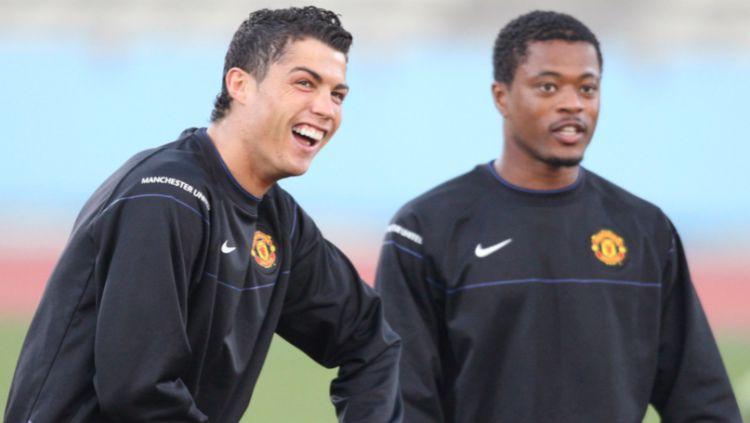 Cristiano Ronaldo dan Patrice Evra saat keduanya di Manchester United. Copyright: © SportBible