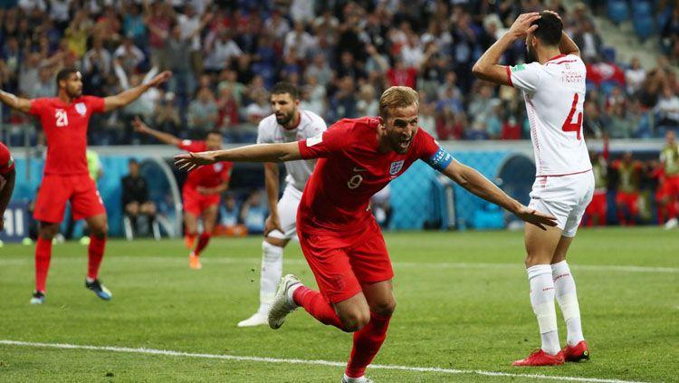 Selebrasi Harry Kane setelah mencetak gol ke gawang Tunisia di Piala Dunia 2018. Copyright: © Twitter @Squawka