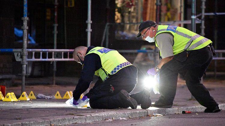 Ilustrasi Kepolisian Malmo sedang memeriksa Tempat Kejadian Perkara (TKP). Copyright: © The Sun