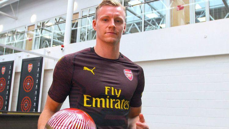 Kiper anyar Arsenal Bernd Leno saat diperkenalkan publik. Copyright: © Getty Images