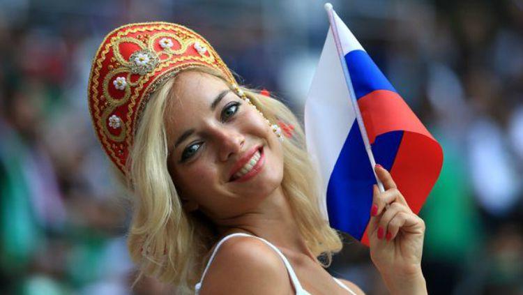 Natalya Nemchinova, fan cantik Rusia di Piala Dunia 2018. Copyright: © INDOSPORT