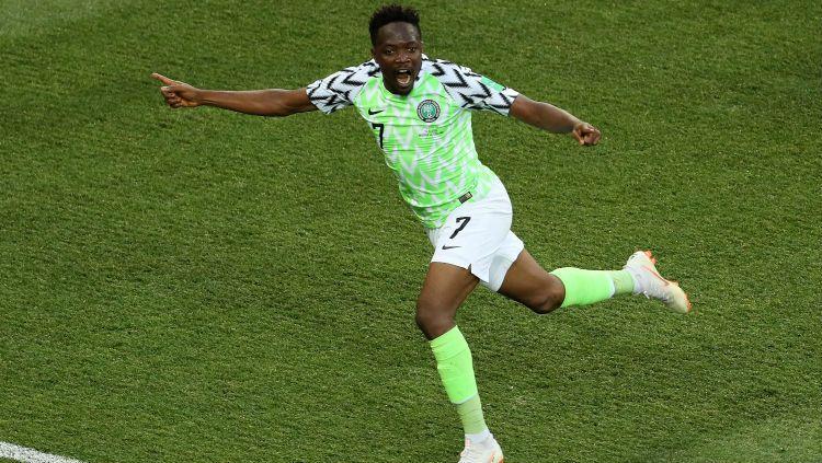 Ahmed Musa saat mencetak gol Nigeria ke gawang Islandia. Copyright: © INDOSPORT