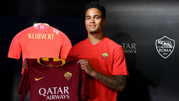 Justin Kluivert resmi bergabung dengan AS Roma Copyright: © asroma.com