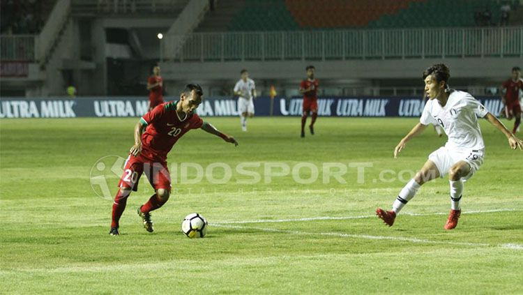 Timnas Indonesia U-23 tumbang 1-2 dengan Korea Selatan U-23 di laga uji coba, Sabtu (23/06/18). Copyright: © INDOSPORT/Abdurahman Ranala