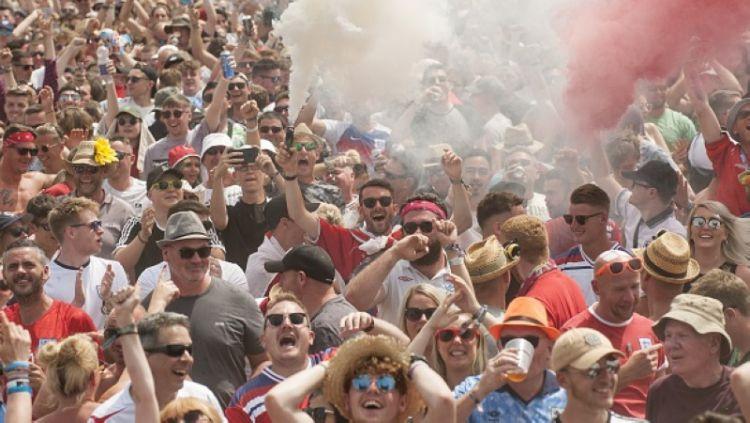 Semarak suporter Timnas Inggris saat melawan Panama Copyright: © Getty Images