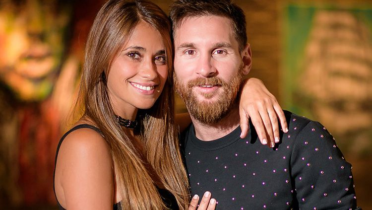 Lionel Messi dan sang istri, Antonella Roccuzzo. Copyright: © Instagram/@antoroccuzzo88