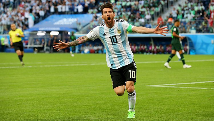 Lionel Messi merayakan gol yang dicetaknya ke gawang Nigeria. Copyright: © INDOSPORT