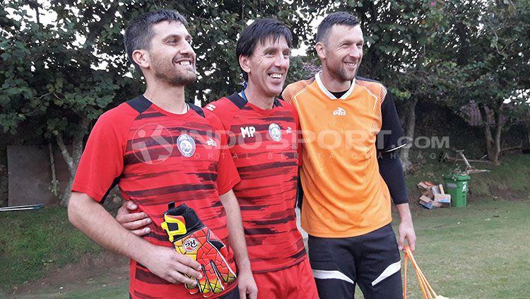 Branislav Radojcic tetap membawa nama klub Liga 1 Arema meskipun tengah melatih klub di negara Serbia. Copyright: © Ian Setiawan/INDOSPORT