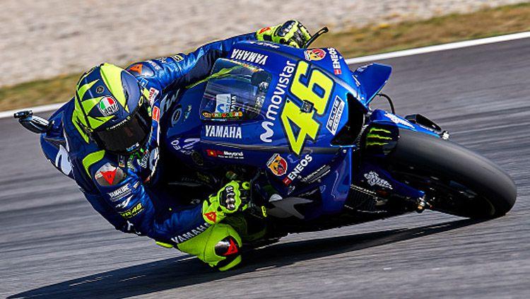 Pembalap MotoGP, Valentino Rossi saat berada di lintasan balap MotoGP. Copyright: © INDOSPORT