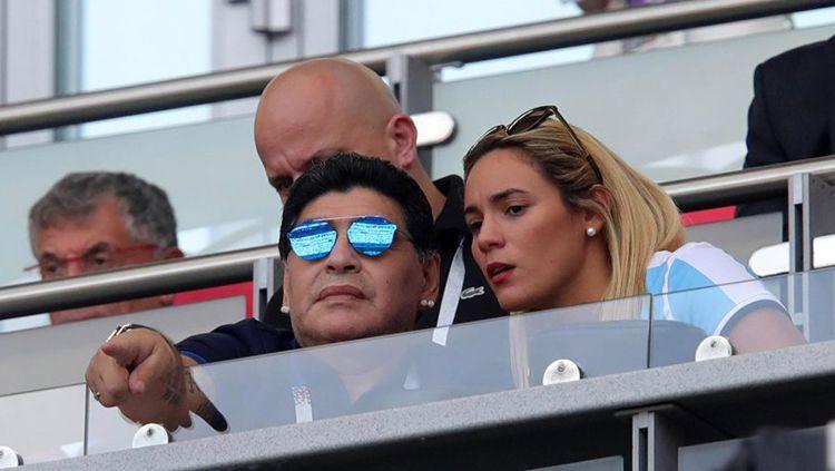 Diego Maradona dan Ricio Olivia saksikan laga Argentina vs Prancis. Copyright: © The Sun