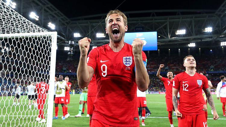 Harry Kane sukses mencetak gol lewat titik putih di Piala Dunia saat Kolombia vs Inggris. Copyright: © INDOSPORT.com