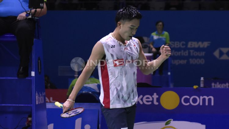 Kento Momota ketika bertanding melawan Anthony Ginting di Indonesia Open 2018, Kamis (05/07/18). Herry Ibrahim/INDOSPORT Copyright: © Herry Ibrahim/INDOSPORT
