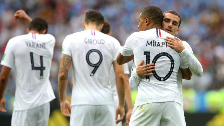 Griezmann tidak merayakan golnya yang ia cetak ke gawang Uruguay di laga perempatfinal Piala Dunia 2018. Copyright: © INDOSPORT