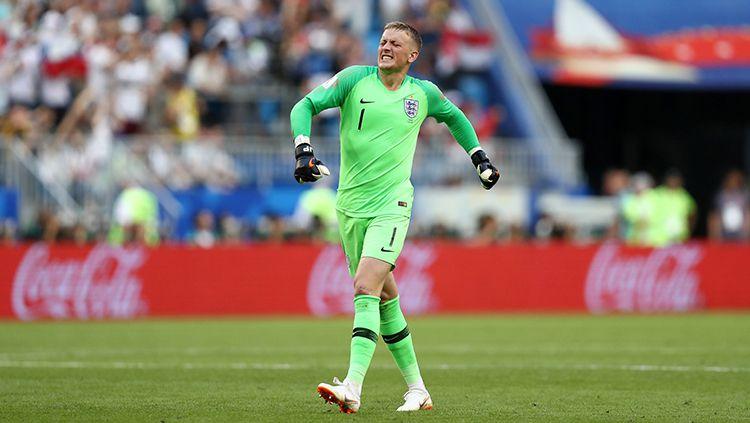 Jordan Pickford turut merayakan gol yang dicetak oleh Harry Maguire. Copyright: © Getty Images