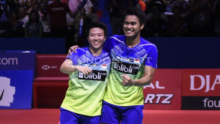 Tontowi Ahmad dan Liliyana Natsir merayakan kemenangan jadi juara Indonesia  Open 2018. Copyright  © a0bd6bc443