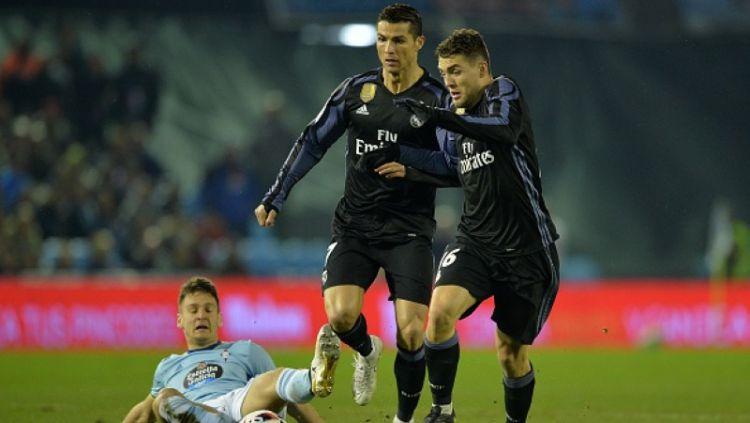 Cristiano Ronaldo (tengah) dan Mateo Kovacic (kanan). Copyright: © INDOSPORT