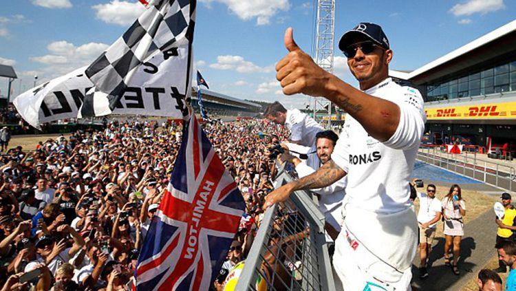 Dukungan spesial Lewis Hamilton kepada Timnas Inggris Copyright: © istimewa