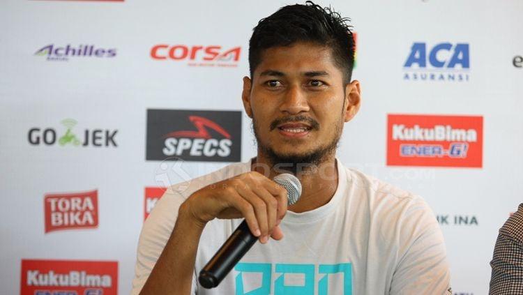 Abdul Rahman Sulaeman dalam jumpa pers. Copyright: © Wira Wahyu Utama/INDOSPORT