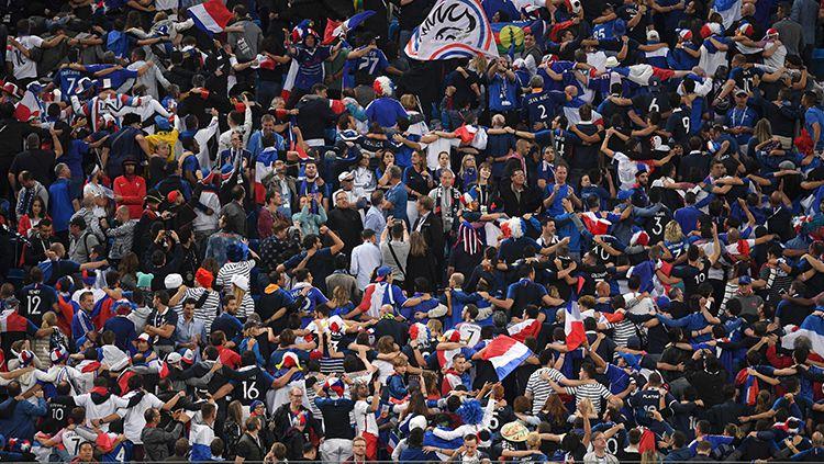 Pendukung Prancis yang datang langsung saat melawan Belgia. Copyright: © INDOSPORT
