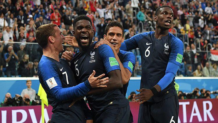 Samuel Umtiti saat merayakan gol ke gawang Belgia. Copyright: © INDOSPORT